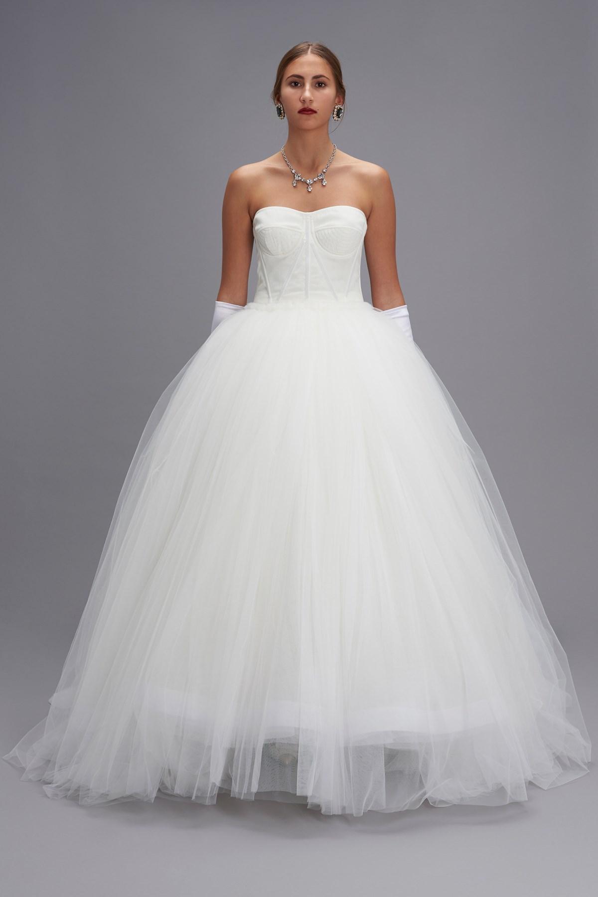 Vestiti Da Sposa Dolce E Gabbana.Dolce Gabbana Bride Dress Available On Www Julian Fashion Com